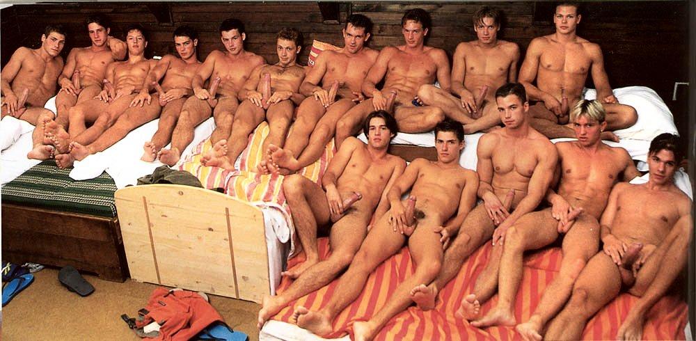 фото женщин рядом с голыми мужчинами 14