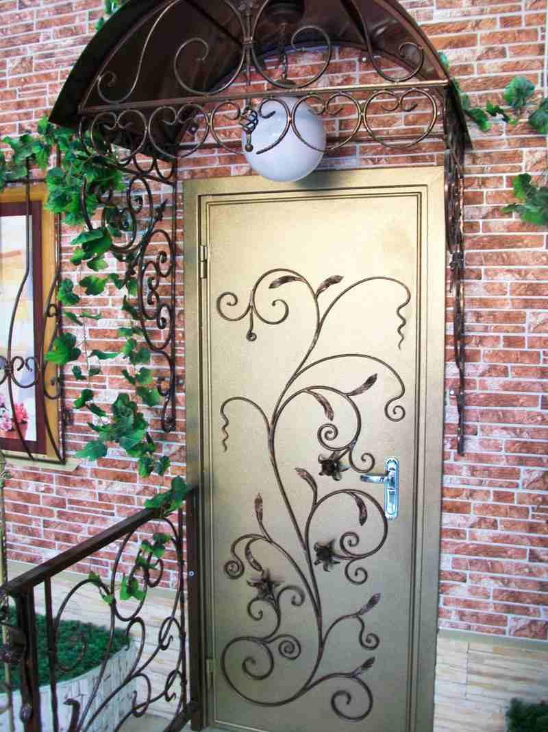 художественное оформление входных металлических дверей