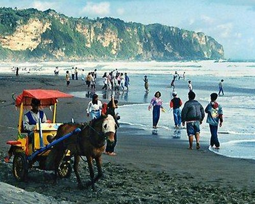 Pantai Parangtrirtis