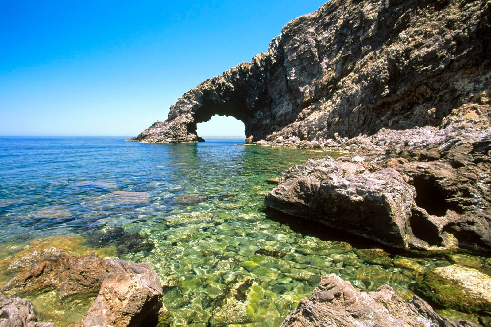 http://4.bp.blogspot.com/-JqsvKfYZVvM/TX8ie6AHD-I/AAAAAAAAEgE/PVnghib3xXs/s1600/arco_delelefante_pantelleria_island_sicily_italy-other.jpg