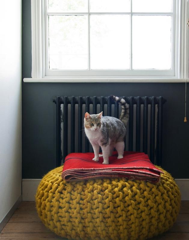 home garden 50 id es pour mettre des poufs dans sa d co. Black Bedroom Furniture Sets. Home Design Ideas