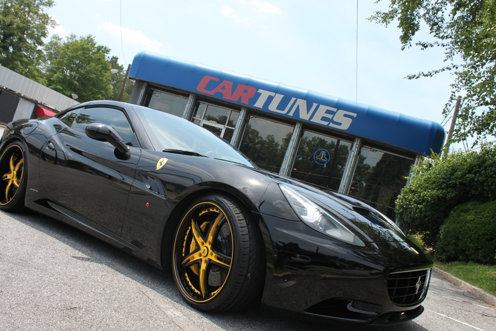 Young Jeezy S Newest Ride A Ferrari California Doing Donuts