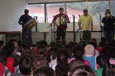 Apresentação de Acordeom na Escola Municipal Maria Tereza Pries