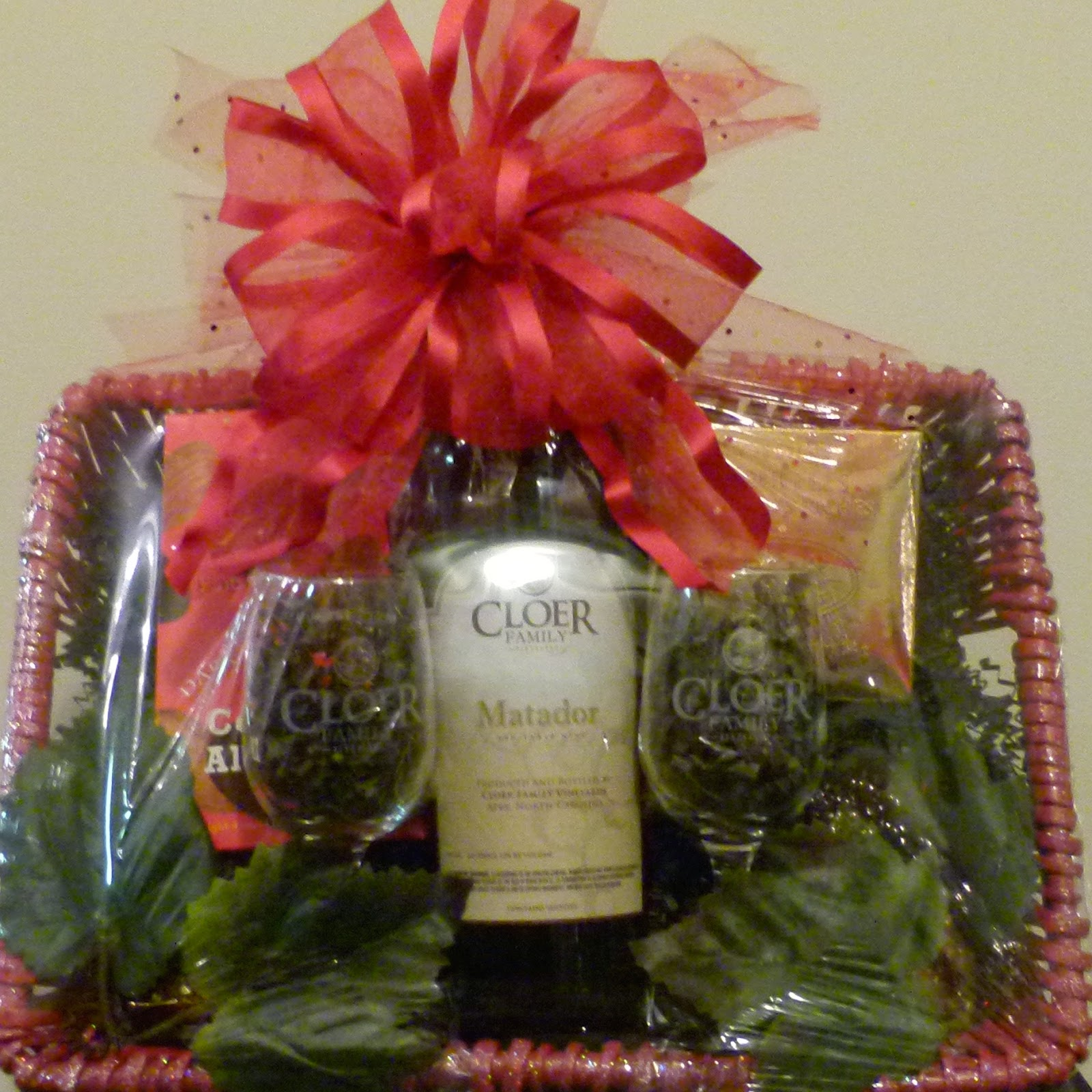 Valentiens Day - Wine Gift Basket