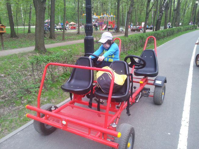 Веломобиль - четырехколесный велосипед в Измайловском Парке