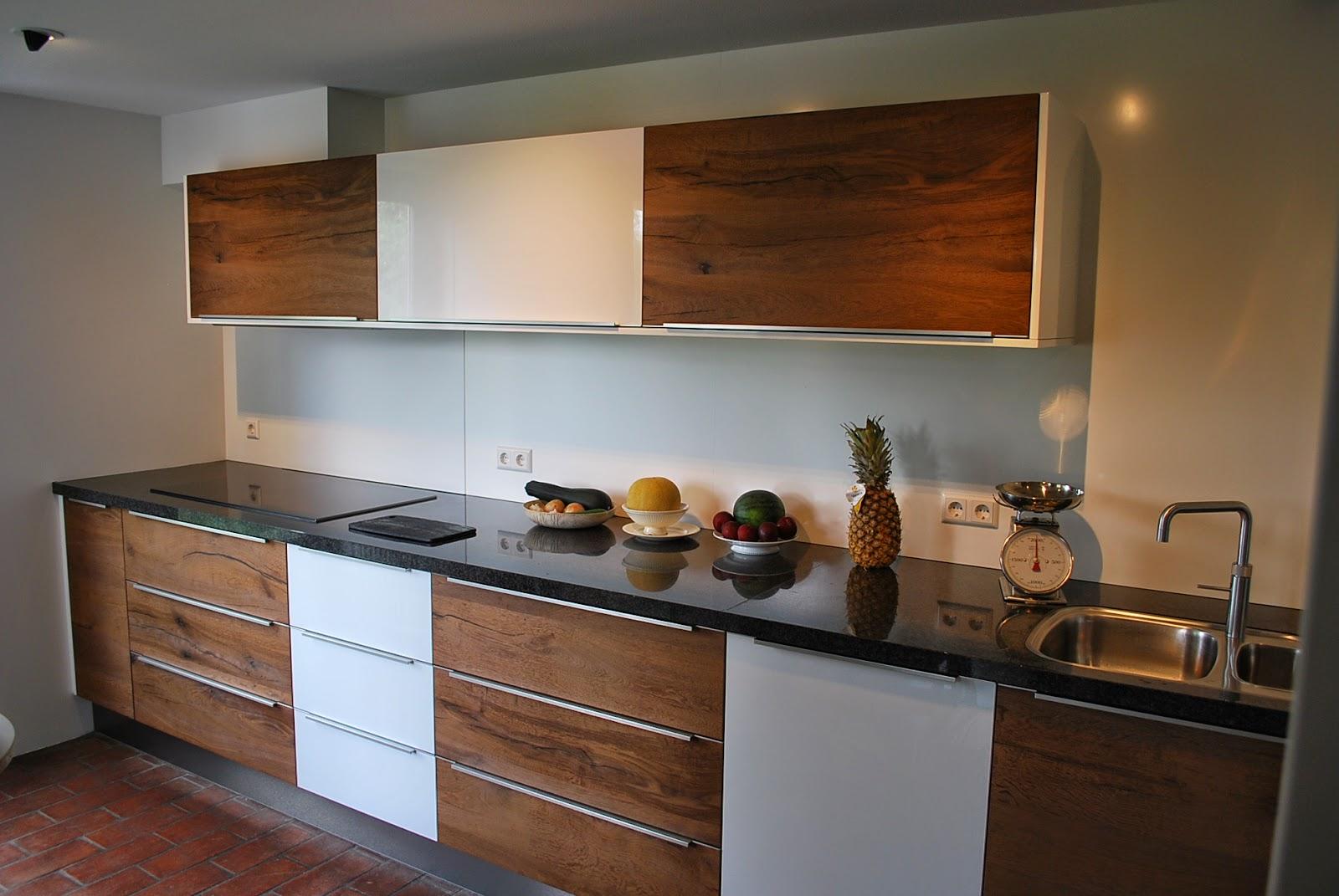 Keuken Hoogglans Wit Achterwand : De Bokmerk achterwand achter de kookplaat valt niet op