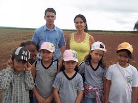 Suelâine e alguns de seus alunos que participaram deste projeto