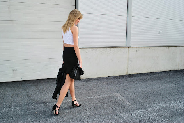 pencil skirt with ruffle, volant skirt zara, ruffle skirt zara, frill skirt zara, black, leather jacket zara, asos crop top, white turtle neck crop top, bershka choker necklace, fashion blogger, style blogger, trends, 2013 fashion trend, asos strappy pointy heels