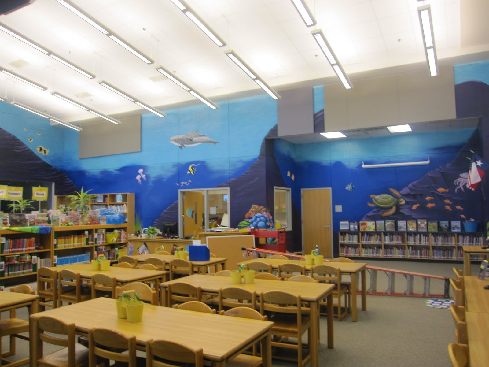 Ashley williams finding nemo mural at school library for Elementary school mural