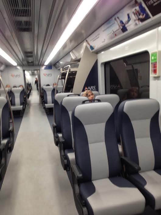 Kereta Bandara, bersih, baru, on-time