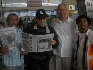 El autor del artículo con Rubén Blades, Heriberto Martínez y Luis Gómez Flórez