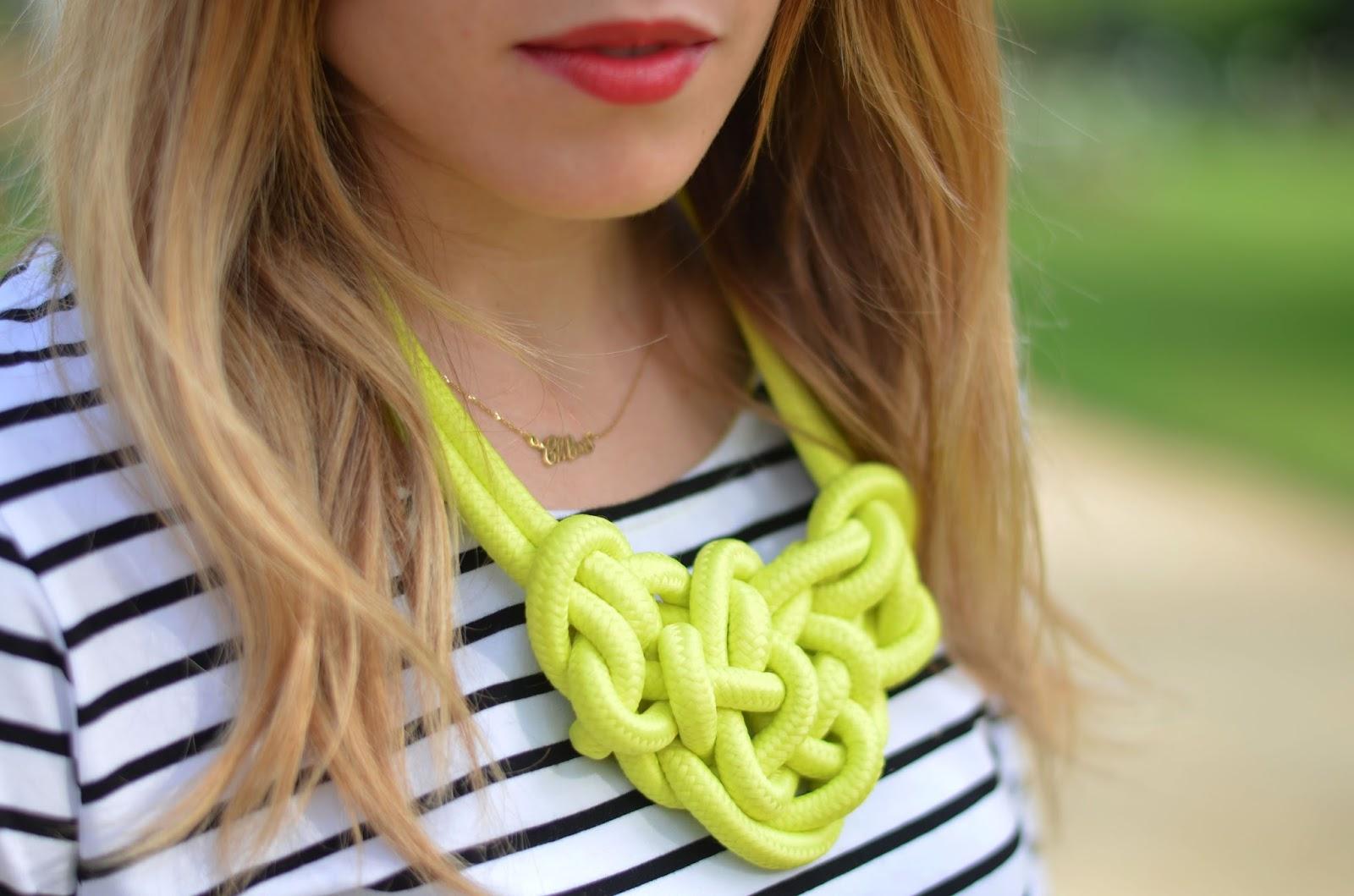 collier plastron corde jaune fluo