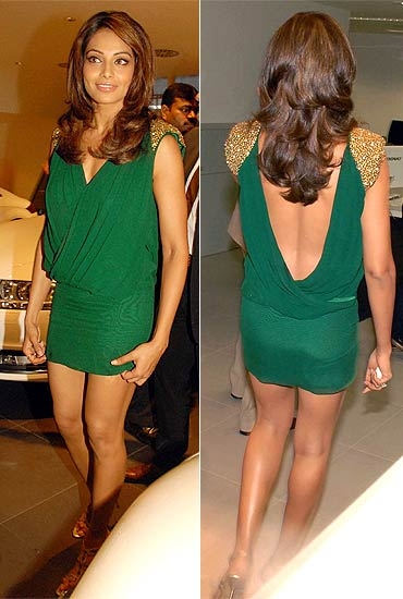 Bipasha Basu sexy legs, Bipasha Basu hot back, Bipasha Basu wardrobe mulfunction