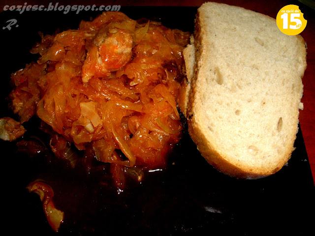 Bigos z kapustą, grzybami, mięsem, kiełbasą