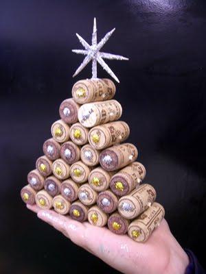 Arboles de navidad hechos con corcho curiosas ideas - Manualidades corcho blanco ...