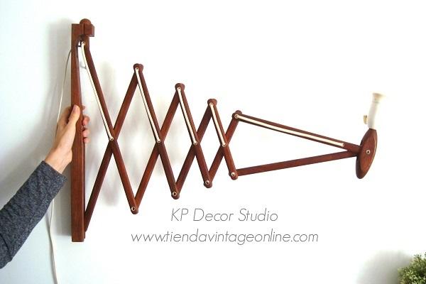 Venta de muebles daneses y escandinavos. aplique extensible de madera tipo sax tijera by erick hansen marca Le Klint