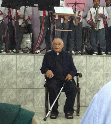 Missa: Ao lado do Deputado Antonio Passos , Max de Zé de Toinho participa da celebração de 45 anos de Sacerdócio do Pe. Manoel Araújo.