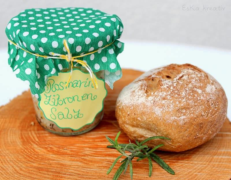 Brot und Salz zur Einweihung