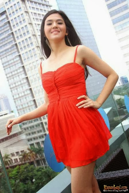Foto Sexy dan Foto HOT Putri Una di Majalah Maxim, DJ Cantik dan Imut ...