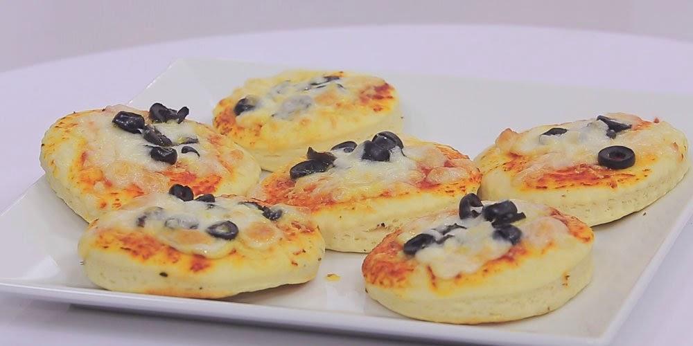 مينى بيتزا بالجبنة والزيتون