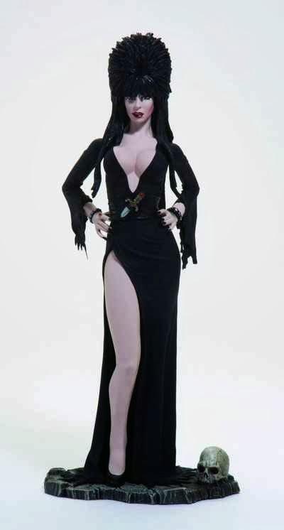 Estatua Elvira Reina de las Tinieblas