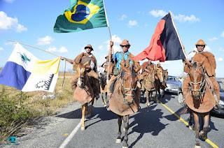 Tradicional Cavalgada reúne centenas de vaqueiros na cidade de São Vicente do Seridó