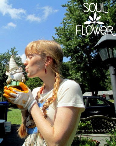 garden gnome love - Plant Organic Flowers: Save the Bees