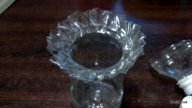 Touchy craft recycle flower vase for Plastic bottle vase craft