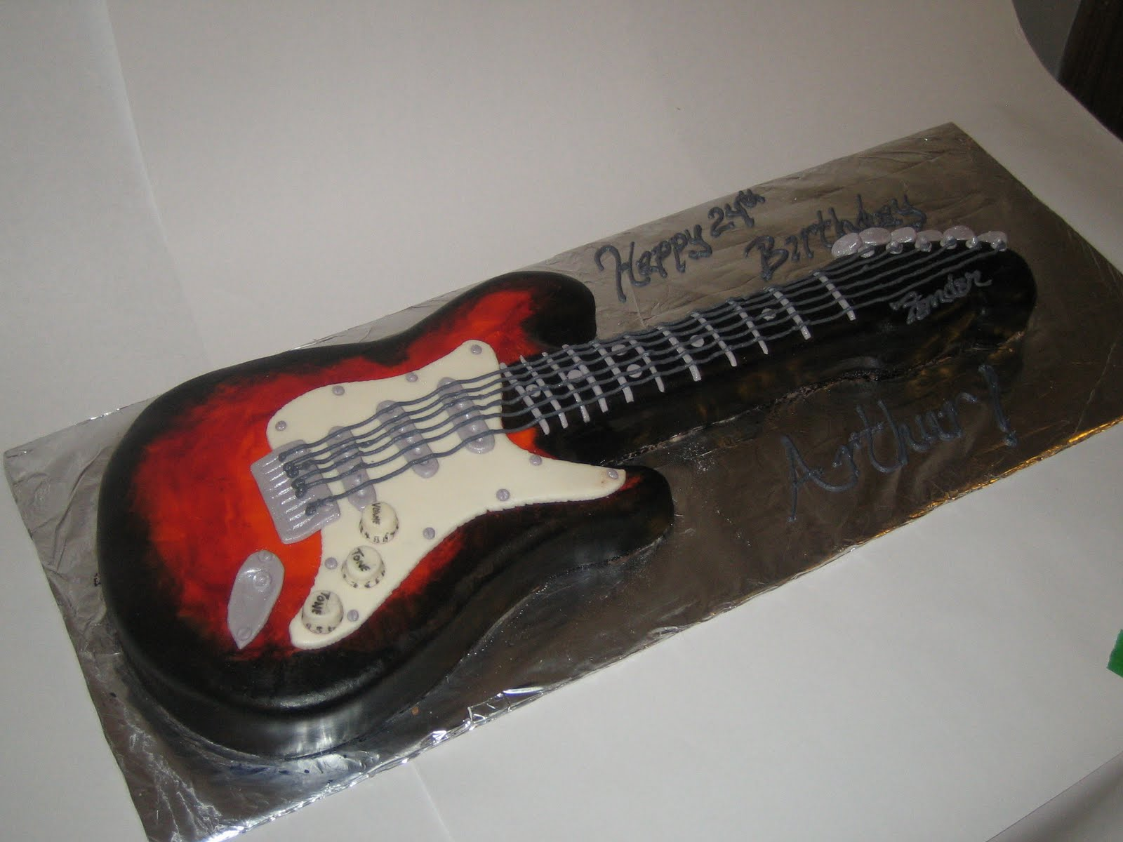 Cake Designs Guitar : Sweet & Simple - Custom Cake Design: Guitar Cake!!