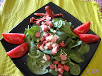 Ensalada de espinacas y salchichas