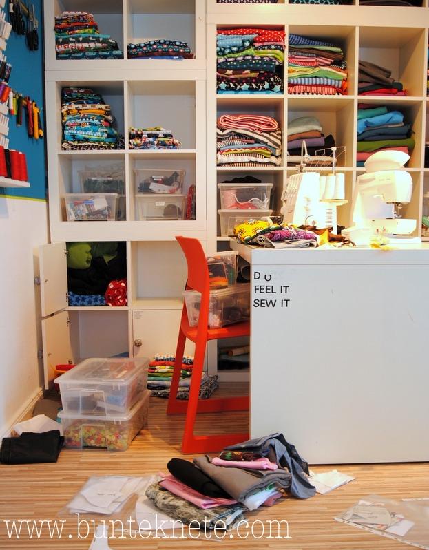 bunte knete von frl p ng rei t die schr nke von der wand. Black Bedroom Furniture Sets. Home Design Ideas