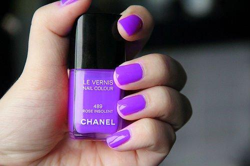 Le vernis à ongle violet (image prise sur tumblr)