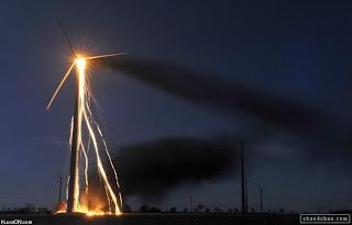 Ventoinha eolica em chamas