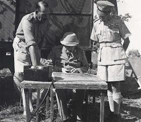 Winston Churchill in visita sul fronte della Linea Gotica con il Generale britannico Alexander