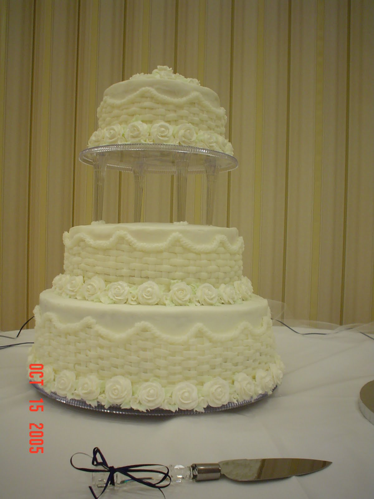 Amee s Creations White Wedding Cake with Pillars