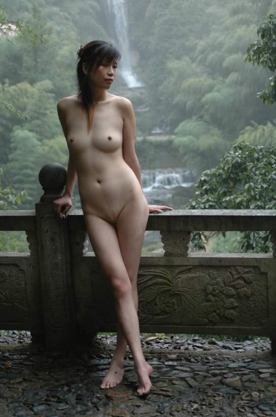 china swimming naked video