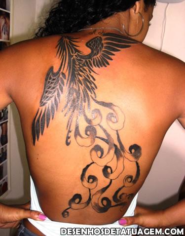 Tatuagem Fenix na morena