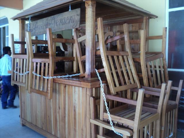 Los+muebles+de+Cedro+que+se+utilizan+para+comercializar+el+café