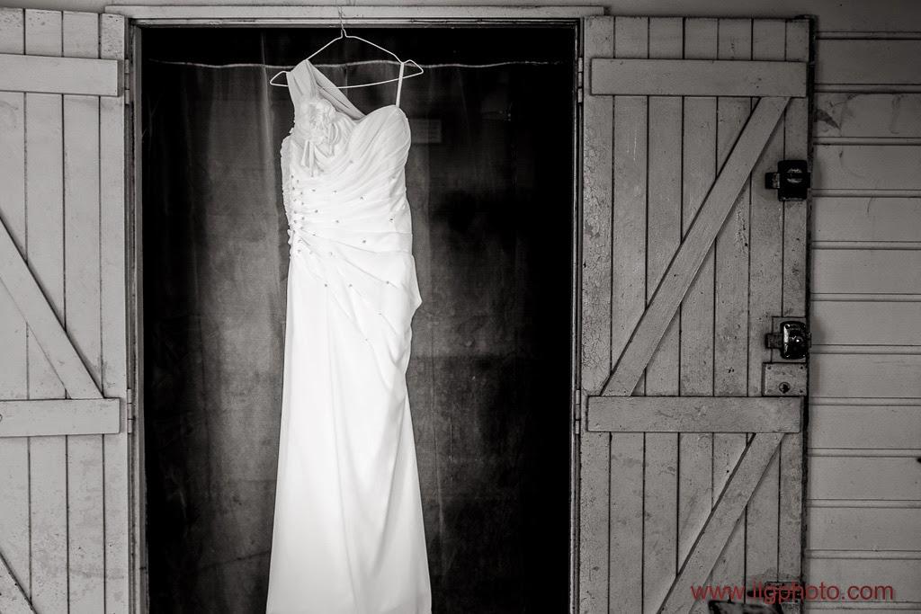 la robe est suspendue