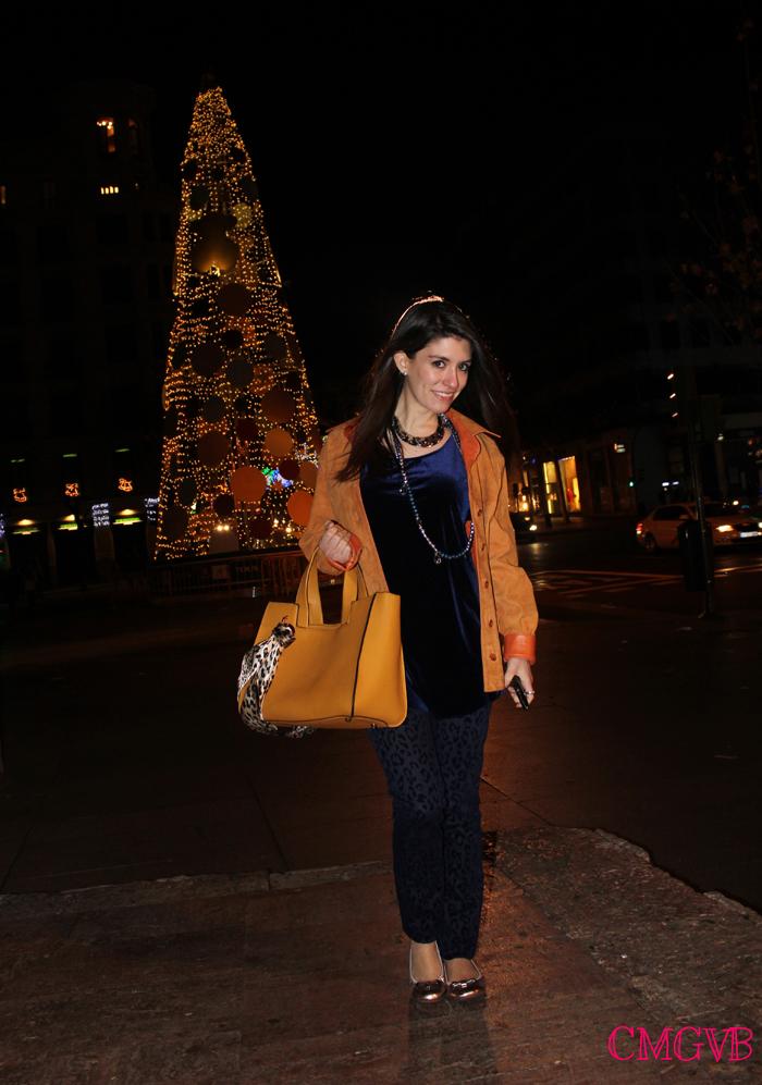 diana dazzling, fashion blogger, fashion blog,  cmgvb, como me gusta vivir bien, dazzling, luxury, blue and mustard outfit, blue velvet top, leather mustard jacket