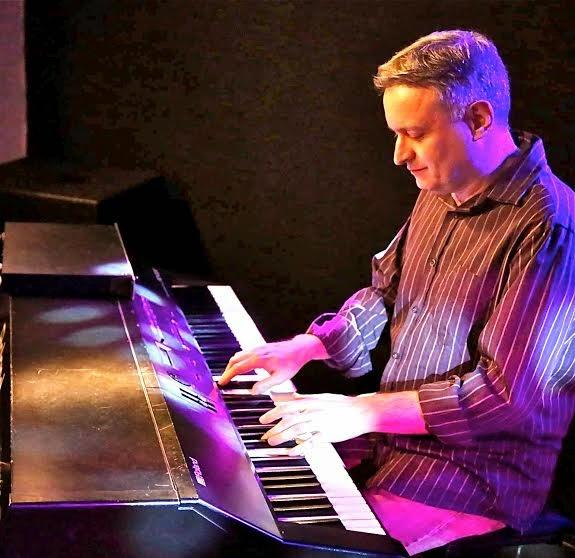 """O pianista Marvio Ciribelli recebe o cantor Francês Bernard Fines para o lançamento do CD """"Muito Merci"""""""