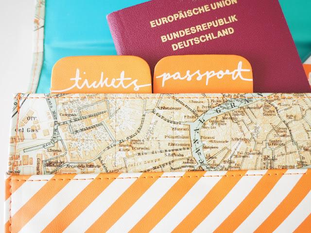 Reisedokumente verstauen