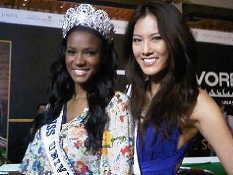 Miss Universe 2011 visita Singapur