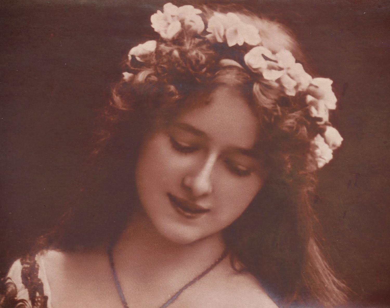 Accessorising Vintage Wedding Dresses Edwardian Flower Circlets