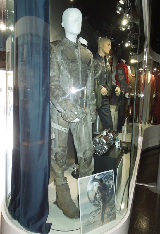 Tom Cruise Oblivion film costume