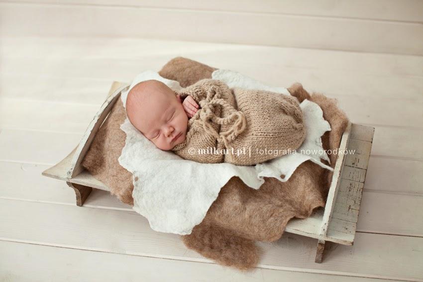 Zdjęcia noworodkowe, sesja zdjęciowa niemowlęca, fotografia niemowląt, fotograf noworodków, studio milkart