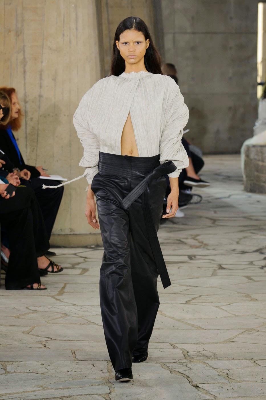 Fashion Show: Loewe Spring Summer 2015