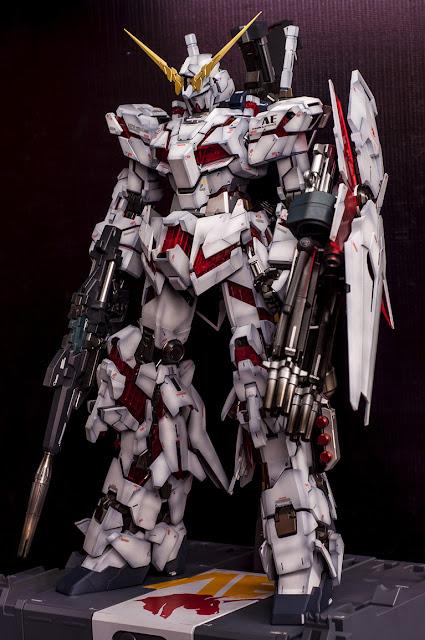 Perfect Grade Unicorn Gundam Full Armor model kit