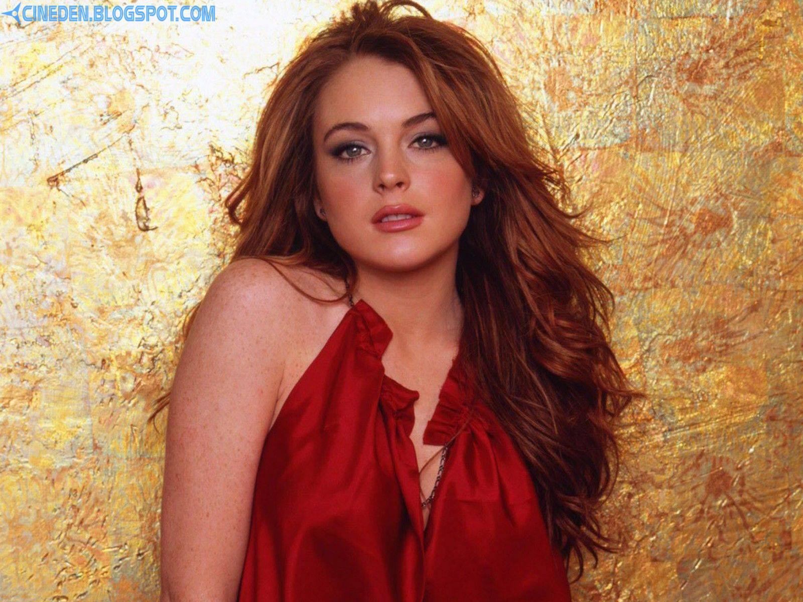 Lindsay Lohan smokes on balcony of Malibu rehab facility