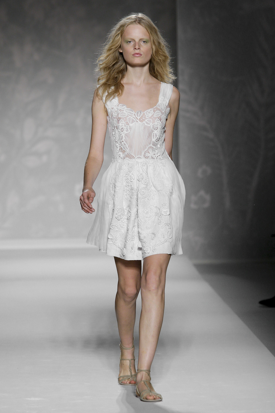 via fashioned by love | Alberta Ferretti Spring/Summer 2011 White